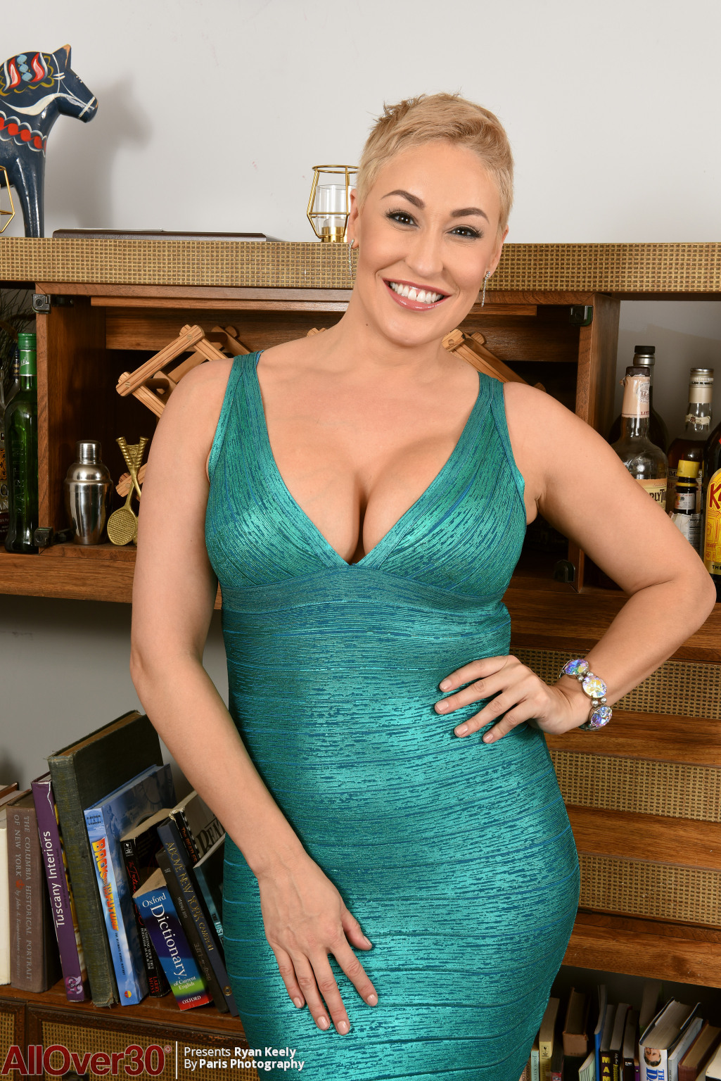 Beautiful short haired MILF Ryan Keely - 16 pics - Porn