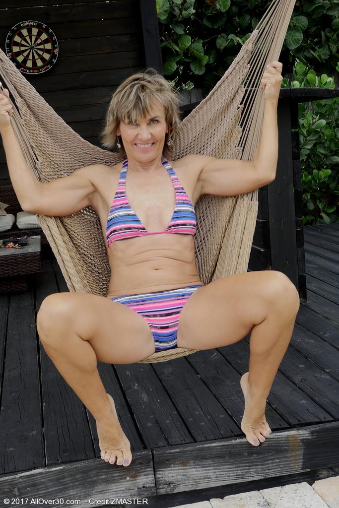 Lillian Tesh in a hammock - 15 pics - Porn Mature Pics