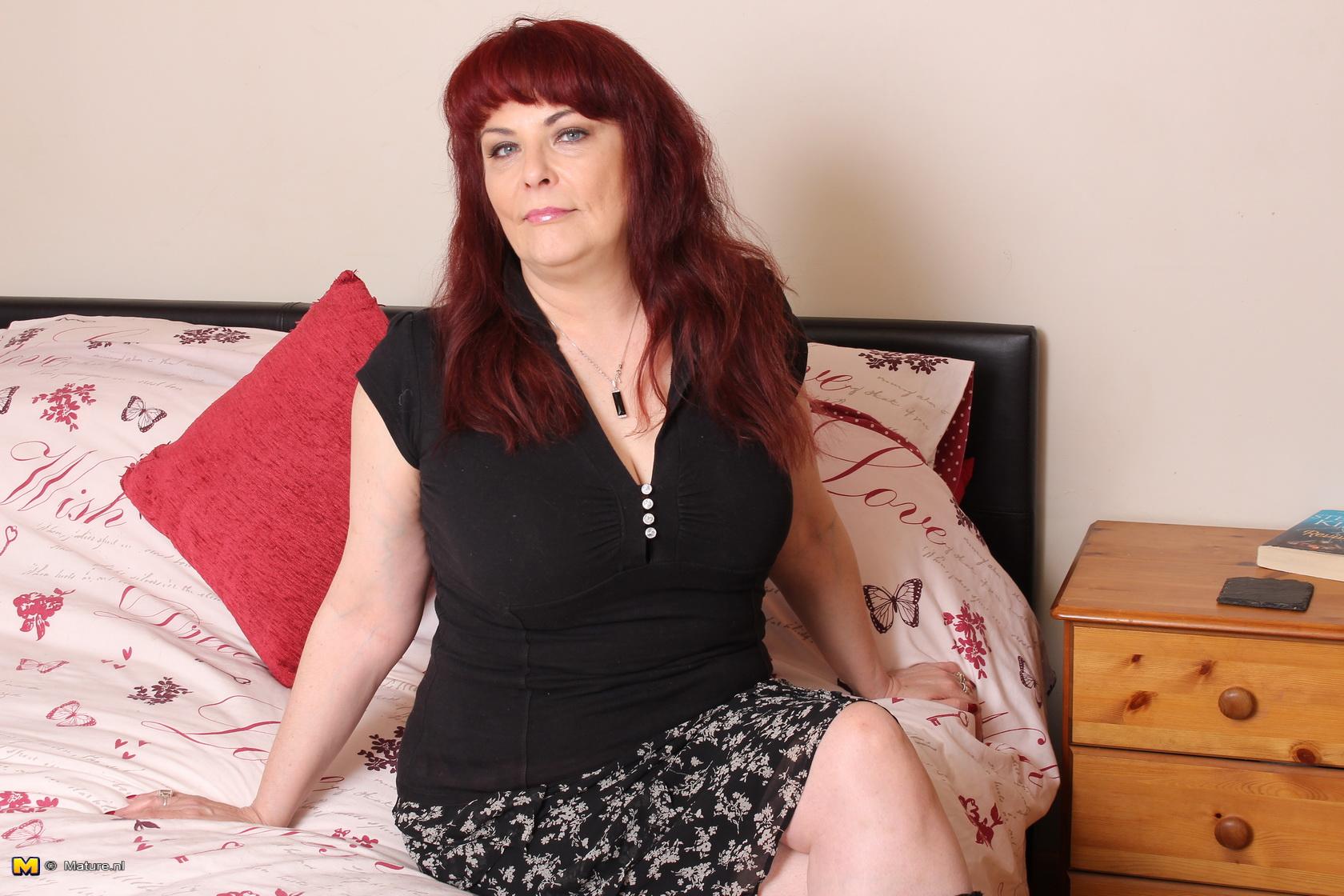 British mature lady doing her toy boy - 16 pics - Porn